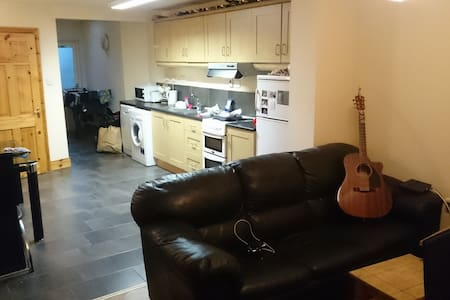 Private room 10mn from city centre