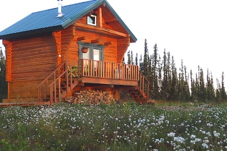 Private & Cozy Cabin with Hot Tub! - Fairbanks - Cottage