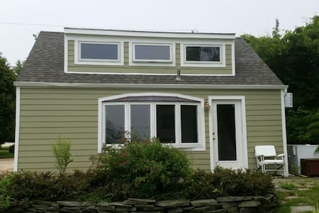 Waterfront 2 acre estate cottage - Montauk - Vindsvåning