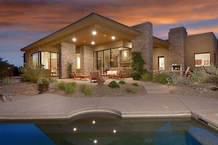 Luxury home in Tortilita Mnt canyon - Casa