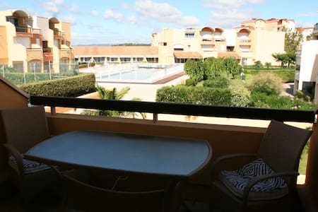 Pool view apartment in Gruissan