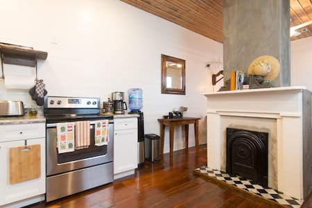 Perfect Cottage near everything!  NEW STREETCAR! - New Orleans - House