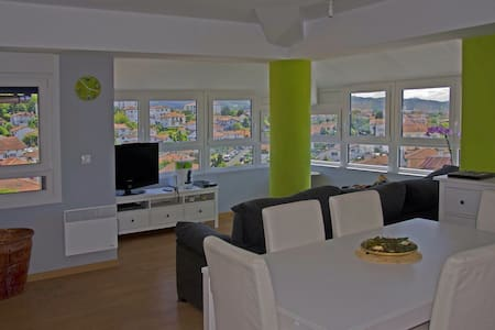 CITY CENTER FRIENDS/FAMILIES/FREE PARKING - Apartament