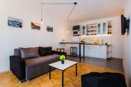 Комфортабельные Апартаменты в Индустриальном Стиле - Tbilisi - Apartment