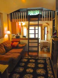 Tiny Houselet, Perfect Location