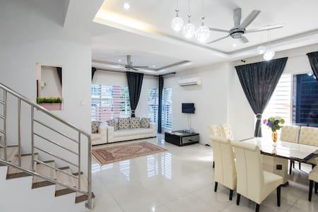 Hana Suites Guesthouse KL Airport - Haus