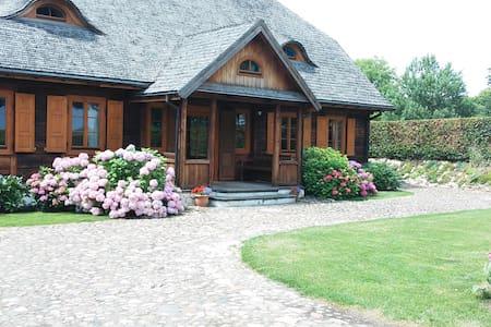 Duży, drewniany dom w ogodzie - Kazimierz Dolny