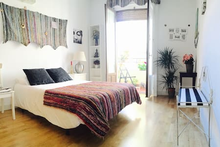 Room with terrace  CHUECA MALASAÑA - Madrid - Bed & Breakfast