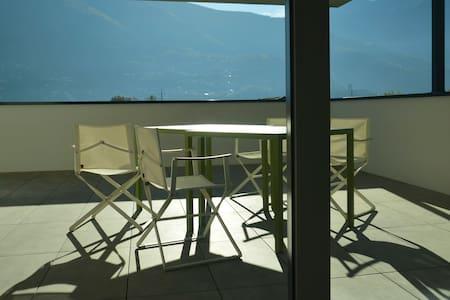 Modernité dans un ancien bourg du Tessin - Bellinzona - Leilighet