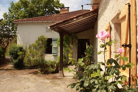Charming renovated farmhouse with pool - Bourg-de-Visa - Rumah