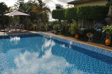 Beautiful House w/ Swimming Pool - Casa