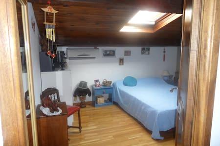Bel appartement chambre au 1 etage - House