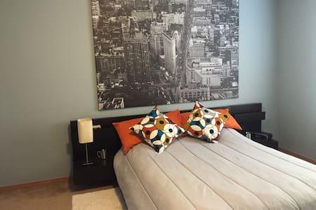 Kenton Suite with *private bathroom - Portland - House