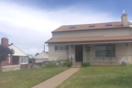 Large House 10 min. from downtown SLC & Bountiful - Hus