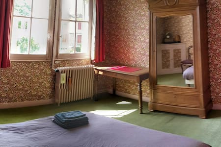 R3* / Room in large and peaceful house with garden - House