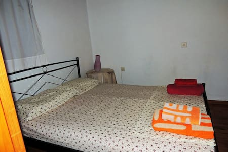 Maisonette 14 min from Airport & 5 min from Sea - Rumah