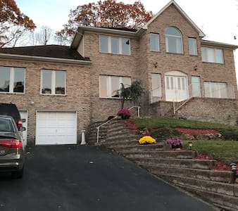 Private BR, Private BA, in a large home. - Morris Plains - Haus