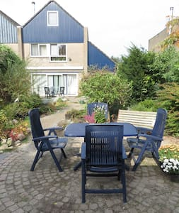 Kamer met gebruik tuin in woonwijk - Bed & Breakfast