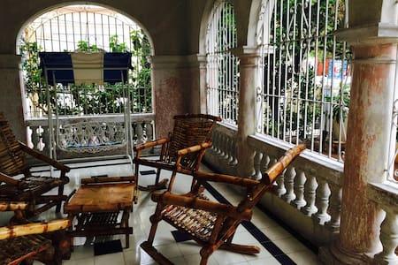 Room in Historical Part of Vedado - La Habana - Huis