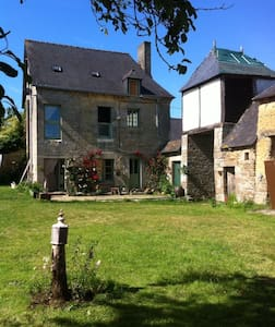 Massive beautiful attic available - Saint-Maden - Bed & Breakfast