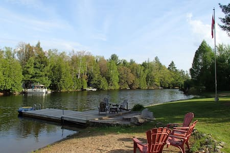 Quaint cottage on the Gull River - Kawartha Lakes - Blockhütte