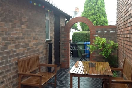 Tasteful, peaceful, cosy and cool. - Manchester - Apartamento