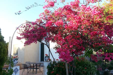 Il Bed and Breakfast La Casa dell'A - Assoro - Bed & Breakfast