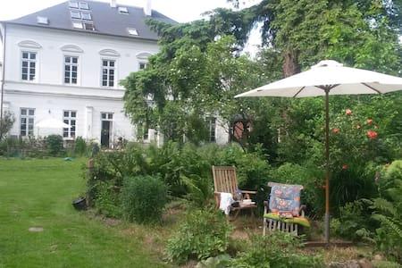 Ferienwohnung in alter Landvilla - Villa