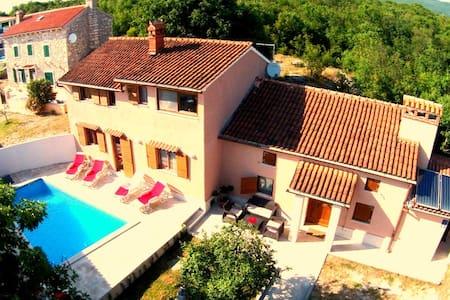Villa Palazzina Burjaki - 4 BR, 5 BA, Pool&Sauna - House