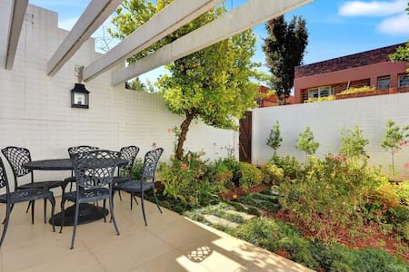 Modern and Spacious in Rosebank - Townhouse