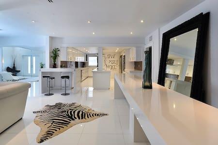 Modern Waterfront 4Bdrm Villa!