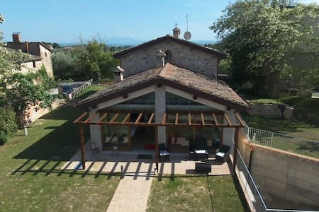JUST RESTRUCTURED HOUSE, SIENA 9KM - Apartment