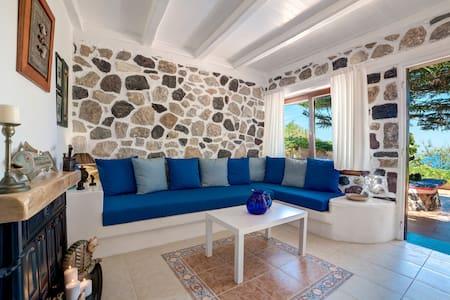 MOSCHATOS BEACH HOUSE