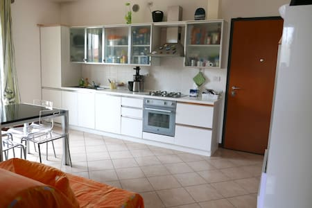 Apartment clean and bright near Venice and Treviso - Leilighet