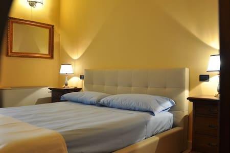 Il Casale Dei Conti B&B * * * Room2 - Bed & Breakfast