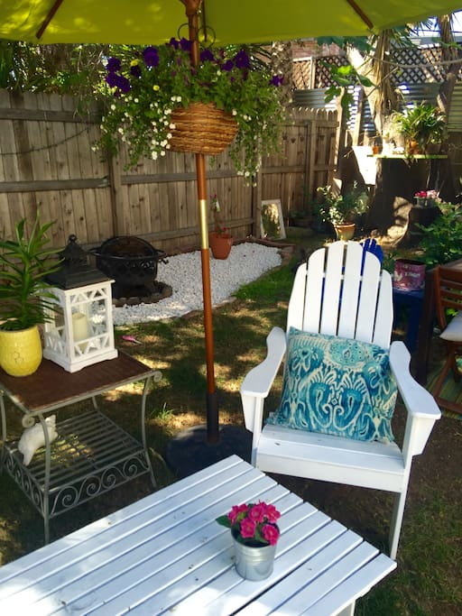 A lovely shaded backyard to relax, bbq or play