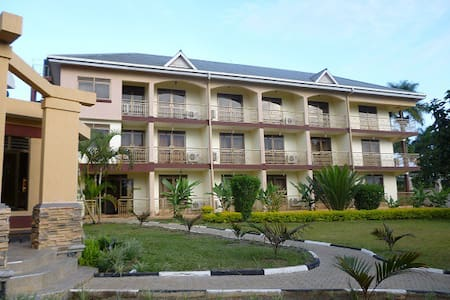 Room type: Entire home/apt Property type: Bed & Breakfast Accommodates: 16+ Bedrooms: 10 Bathrooms: 8+