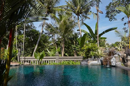 A compound of private villas located in south of the famous Ubud area One of 4 rooms that rent separately Very secluded area Very nice village area with temples  Rice Field view Has a swimming pool