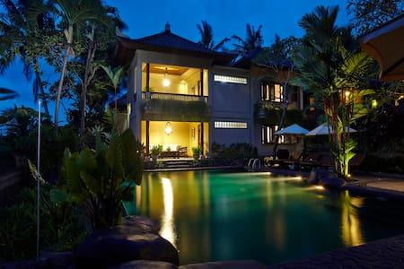 Hibiscus Room @ Runa Villa Bali