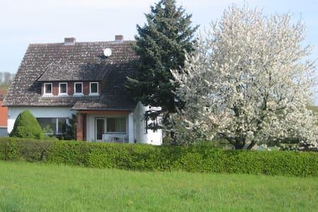 Sehr sauberes Einzelzimmer, Dusche - Kirchhain - House