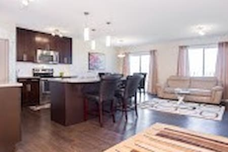 Brand New Comfortable & Pleasant 3BD Home - Ház