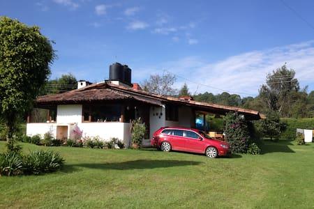 Casa rústica a 10 min de Avándaro - Valle de Bravo
