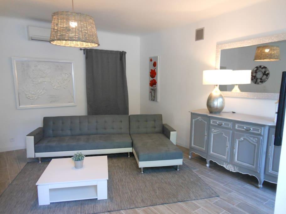 bastide de la l zardi re gariguette appartements louer fontaine de vaucluse. Black Bedroom Furniture Sets. Home Design Ideas