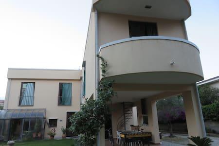 Stanza privata in villa sul mare - Villa