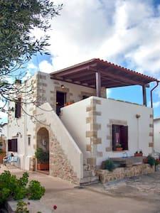 Kalliopi Traditional Villa - Azogiras