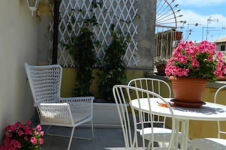 Ortigia house with private terrace - Syracuse - House