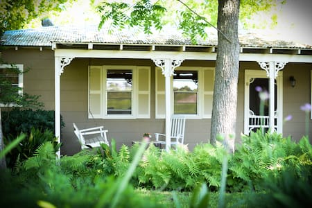 The Cottages on Mill Creek: Comfort - Bed & Breakfast