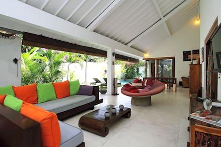 Villa Mano 2BDR s.pool SEMINYAK - North Kuta - Haus