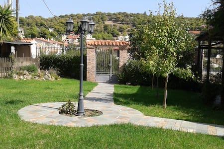 Dora's home near the sea & the airport - Porto Rafti