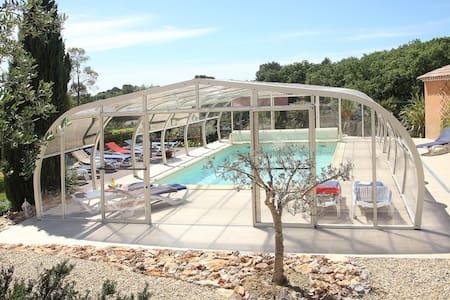 Anduze  Chambre d'hôte avec piscine - Massillargues-Attuech - Bed & Breakfast